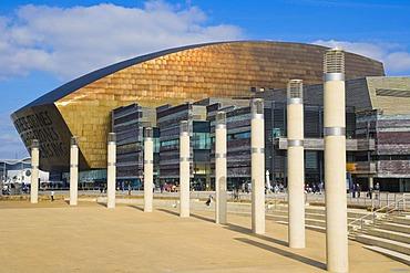 Roald Dahl Plass, public plaza, with Wales Millennium Centre, Canolfan Mileniwm Cymru, Cardiff Bay, Cardiff, Caerdydd, Wales, United Kingdom, Europe