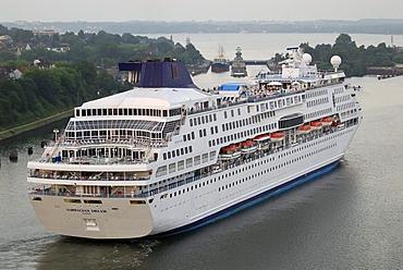 "Cruise ship ""Norwegian Dream"", Norwegian Cruise Line, arriving at Holtenau lock, Kiel Canal, Kiel, Schleswig-Holstein, Germany, Europe"