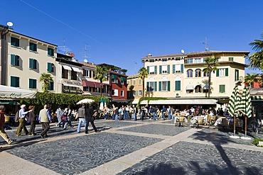 Tourists at a restaurant on the promenade in Sirmione, Lake Garda, Lago di Garda, Lombardy, Italy, Europe
