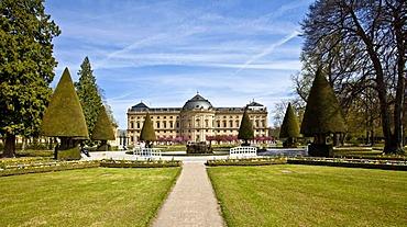 Court Gardens and Wuerzburg Residenz, a Baroque palace, UNESCO World Heritage Site, Wuerzburg, Bavaria, Germany, Europe