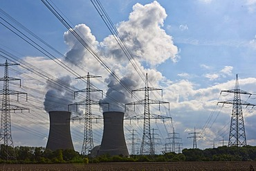 Cooling towers of the E.ON nuclear power plant, Grafenrheinfeld, Schweinfurt, Bavaria, Germany, Europe