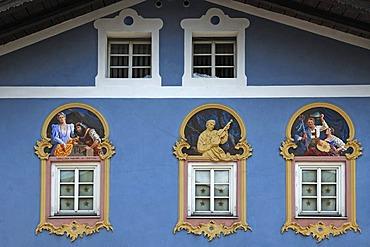 Lueftlmalerei traditional mural and relief figure of a violin maker, 1996, design and stucco by Sebastian Pfeffer, fresco by Stephen Pfeffer, Obermarkt 9, Mittenwald, Upper Bavaria, Bavaria, Germany, Europe