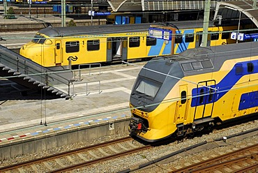 Train, yellow trains at the main railway station, Centraal Station, Rotterdam, Zuid-Holland, South-Holland, Netherlands, Europe