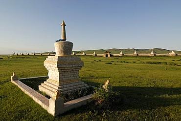 Stupa and outer wall of Erdene Zuu Khiid Monastery, Karakorum, Kharkhorin, Oevoerkhangai Aimak, Mongolia, Asia