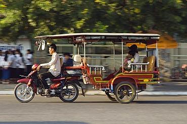 Tuk Tuk, taxi, scooter rickshaw, Phnom Penh, Cambodia, Indochina, Southeast Asia