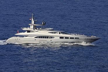 Streamline motor yacht