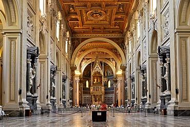 Altar, nave, Basilica San Giovanni in Laterano, Basilica of St. John Lateran, Rome, Lazio, Italy, Europe