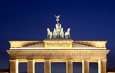 Brandenburg Gate with Quadriga, Pariser Platz square, Berlin-Mitte, Berlin, Germany, Europe