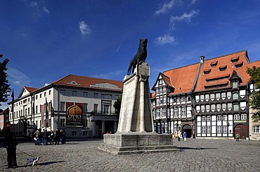 Burgplatz castle square with Braunschweiger Loewe lion monument, Brunswick state museum in the Vieweg-Haus building, chamber of trade in the Von Veltheimsches Haus building, guild house in the Huneborstelsches Haus building, Braunschweig, Lower Saxony, Ge