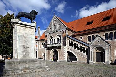 Burg Dankwarderode castle and Braunschweiger Loewe lion monument, Braunschweig, Lower Saxony, Germany, Europe