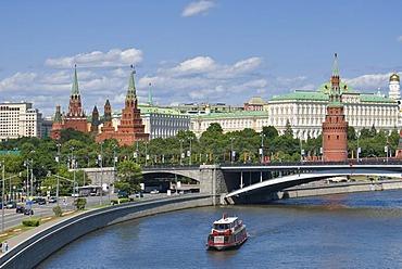 Cityscape, Bolshoy Kamenny Most stone bridge and Moscow Kremlin, Moscow, Russia