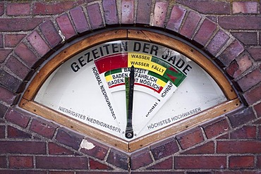 Mechanical tidal calendar, displaying the tides, Wilhelmshaven, Lower Saxony, Germany, Europe