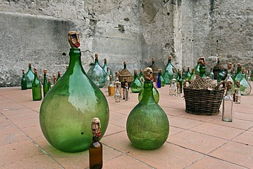 Un'altra folla, Another crowd, installation by Michele Spinart, Cortili dell'arte 2010, Villaricca, Naples, Campania, Italy, Europe
