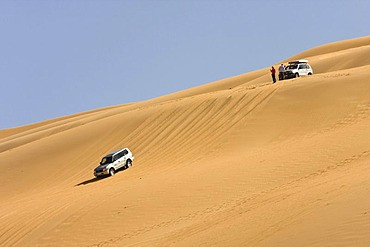 Jeeps in the desert, Libya, Sahara, Um el Ma, North Africa, Africa