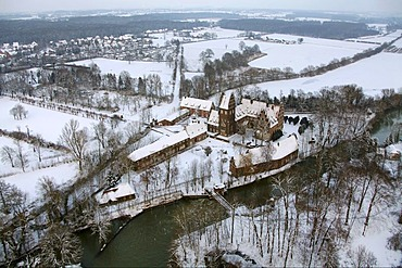 Aerial view, Schloss Heessen moated castle, snow, Bad Hamm, Hamm, Ruhrgebiet area, North Rhine-Westphalia, Germany, Europe