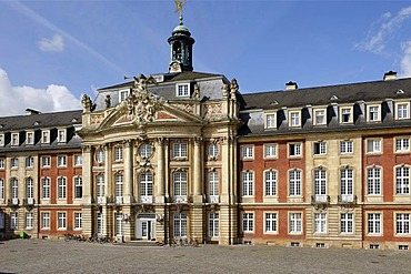 Castle of the prince bishop, built from 1767 by J.K. Schalun, Muenster, North Rhine-Westphalia, Germany, Europe