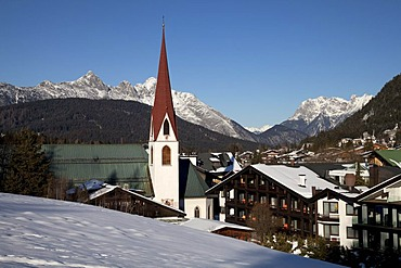 St. Oswald Parish Church, townscape, Seefeld, Tyrol, Austria, Europe