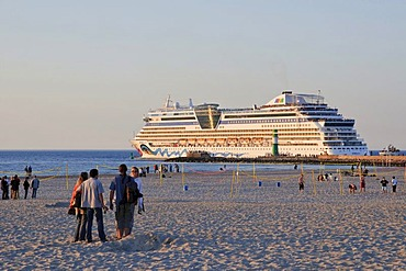 Beach, cruise ship Aida Bella, Baltic resort Warnemuende near Rostock, Mecklenburg-Western Pomerania, Germany, Europe