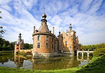 Ooidonk Castle, a moated castle on the Lys River near Deinze, Bachte Maria Leerne, Ghent, Belgium, Europe