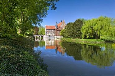 Castle park and Huelshoff Castle, Havixbeck, Muensterland, North Rhine-Westphalia, Germany, Europe