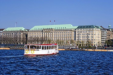 Luxury hotel Vier Jahreszeiten, Four Seasons and the building of Hapag-Lloyd on the Inner Alster lake, Hamburg, Germany, Europe