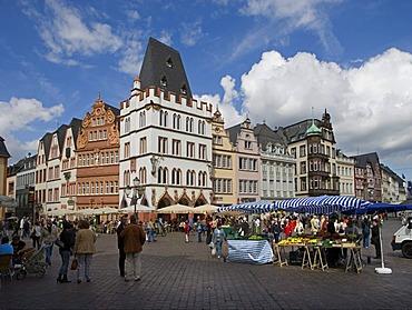 Hauptmarkt central square, Steipe building, TriPetrusbrunnen fountainer, Rhineland-Palatinate, Germany, Europe