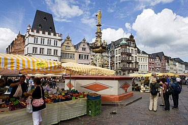 Hauptmarkt central square with Petrusbrunnen fountain, Trier, Rhineland-Palatinate, Germany, Europe