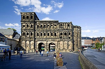 Porta Nigra city gate in front of the medieval market cross, Hauptmarkt central square, Trier, Rhineland-Palatinate, Germany, Europe
