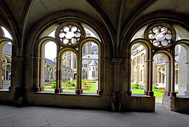 """Atrium of """"Liebfrauen-Basilika"""", cathedral of Trier, Rhineland-Palatinate, Germany, Europe"""