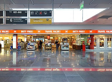 Duty-free zone, Franz Josef Strauss Airport Munich, Bavaria, Germany, Europe