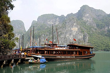 Ships anchored off Bo Hon Island, Halong Bay, Vinh Ha Long, North Vietnam, Vietnam, Southeast Asia, Asia