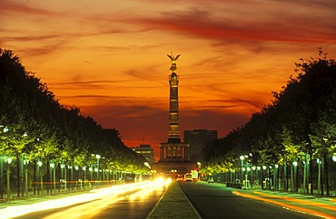 Siegessaeule victory column with the Strasse des 17. Juni street in front of a red sky, Grosser Stern junction, Tiergarten district, Berlin, Germany, Europe