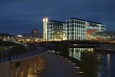 Berlin central station at night, by architects Gerkan, Marg and Partner, with the Spree river and the promenade at the Ludwig-Erhard-Ufer, Tiergarten district, Berlin, Germany, Europe