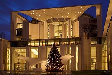 Bundeskanzleramt Federal Chancellery with Christmas tree, Regierungsviertel government district, Tiergarten district, Berlin, Germany, Europe