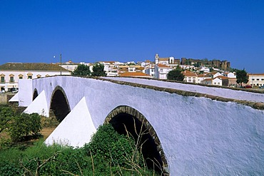 Ponte bridge over the Arade river, Silves, Algarve, Portugal, Europe