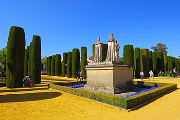 Statues of Queen Isabel, King Fernando and Christopher Columbus in the gardens of Alcazar de los Reyes Cristianos, Alcazar of Catholic Kings, Cordoba, Andalusia, Spain, Europe
