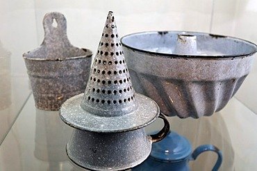 Funnel-shaped colander, cake pan, enamel products from the ironworks Thale, Huettenmuseum Thale ironworks museum, Thale, Harz, Saxony-Anhalt, Germany, Europe