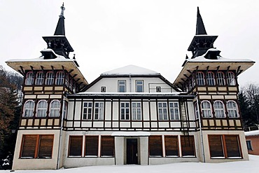 Old guest house in winter, closed hotel, in need of renovation, Alexisbad, Harzgerode, Harz, Saxony-Anhalt, Germany, Europe