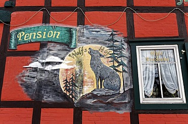 Howling wolf painted on the wall of a half-timbered house, sign of a guesthouse, Harzgerode, Harz, Saxony-Anhalt, Germany, Europe
