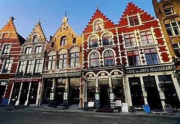 Old town houses with restaurants, Grote Markt, evening sun, Bruges, West Flanders, Belgium, Europe