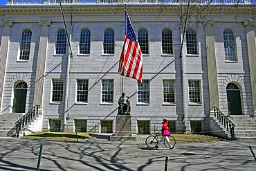 John Harvard statue, Harvard University Yard, Cambridge, Boston, Massachusetts, New England, USA