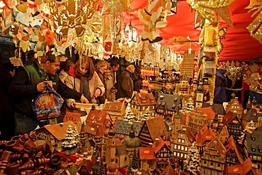 Christmas market, Hauptmarkt, Nuremberg, Bavaria, Germany, Europe