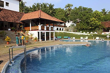 Swimming pool, hotel south of Kovalam, Kerala, southern India, India, Asia