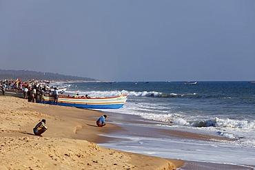 Fishermen prepare for taking their fishing boats out to sea, Somatheeram Beach, Malabarian Coast, Malabar, Kerala state, India, Asia