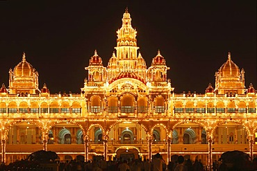 Maharaja's Palace, Mysore Palace, Amba Vilas, illumination on a Sunday with light bulbs, Mysore, Karnataka, South India, India, South Asia, Asia