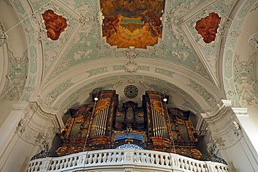 Baroque organ, case from 1754, vaulted ceiling, ceiling painting by M. Guenther from 1752, Basilika Goessweinstein basilica, Baroque, consecrated in 1739, architect Baltasar Neumann, Balthasar-Neumann-Strasse 7, Goessweinstein, Upper Franconia, Bavaria, G