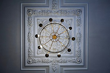 Detail of the stuccoed ceiling with ceiling chandelier in the Schweriner Schloss castle, built 1845 to 1857, romantic historicism, Lennestrasse 1, Schwerin, Mecklenburg-Western Pomerania, Germany, Europe