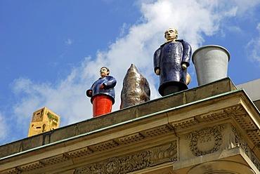 Figures, 'Die Fremden', strangers, by Thomas Schuette, sculptures on the balcony of the former 'Roter Palais', Sinn Leffers GmbH, Friedrichsplatz Square, Kassel, Hesse, Germany, Europe