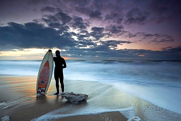 Surfer in the evening sun on the beach of Westerland, winter, island of Sylt, Schleswig-Holstein, Germany, Europe