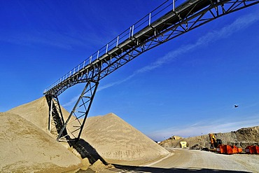 Conveyor belt, gravel pit near Oberhaching, Bavaria, Germany, Europe